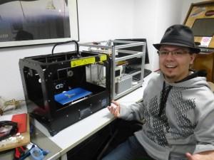 Marian am neuen 3D-Drucker
